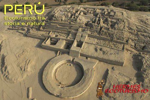 LIM02 - LIMA (PERÚ), 19/10/09.- Fotografía distribuida hoy, 19 de octubre de 2009, en la que se observa el edificio Piramidal Mayor de la Ciudad Sagrada de Caral o Chupacigarro Grande, situada en el Valle de Supe, a 200 kilómetros al norte de Lima (Perú). La embajada de Estados Unidos en la capital peruana anunció este lunes la donación de 861.600 dólares para la preservación de tres proyectos arqueológicos, siendo el citado el que más beneficios recibirá, con un total de 800.000 dólares. Caral, con una antigüedad de 5.000 años, está considerada como el conjunto urbano más antiguo de América y es una muestra del alto grado de desarrollo de las culturas precolombinas. EFE/Christopher Kleihege/SOLO USO EDITORIAL PERÚ-ARQUEOLOGÍA